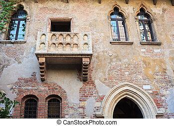 Juliet's Balcon, Verona - View of the Juliet's Balcony in...