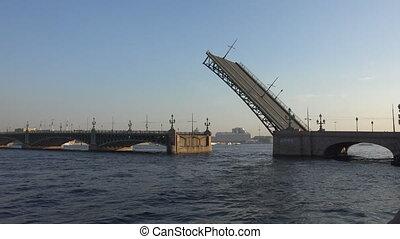 Divorce Trinity Bridge in St. Petersburg in the afternoon....