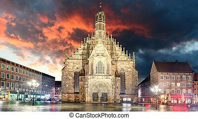 Nuremberg, cathedral Frauenkirche in Hauptmarkt wtih...
