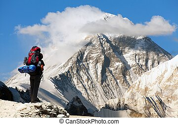 Everest from Gokyo ri with tourist - Evening view of Everest...