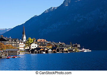 Beautiful Hallstatt in Austria - Hallstatt See (lake...