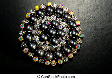 Black Pearl Round Brooch - Decorative fashion round brooch...