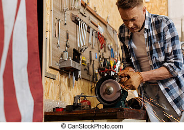 Strong crafty mechanic using grinding machine - Real man....