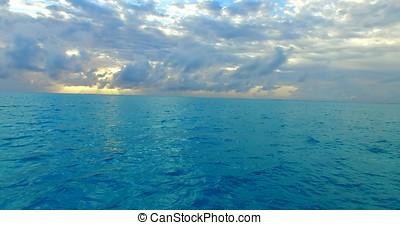 美しい, 航空写真, 海, 鳥, 日の出, 青, 目, 飛行, 空, トロピカル, 砂, パラダイス, 白, 浜, 水, 背景, モルディブ, 島, 儀礼飛行, 海洋, 無人機, 日没,  4k