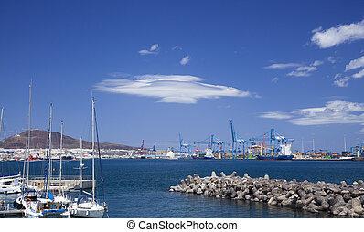 wind-smoothed clouds over Las Palmas de Gran Canaria Port...