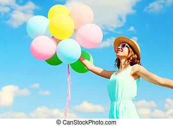 穿, 夏天, 婦女, 鮮艷, 秸桿, 气球, 在上方, 握住, 天空, 年輕, 空氣, 藍色, 背景, 樂趣, 微笑, 帽子, 有, 愉快