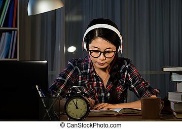 girl listening to music whilst studying