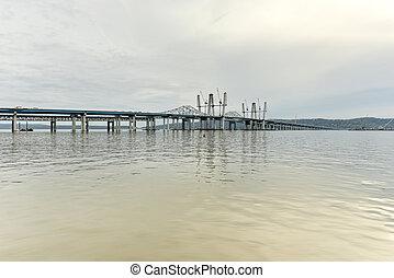 Tappan Zee Bridge - New York - The new Tappan Zee bridge...