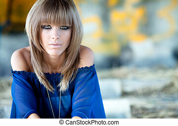 Girl with grafitti - Beautyportraitof ablondwith blue eyes...
