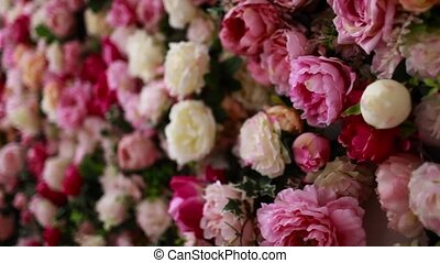wall in white and pink roses