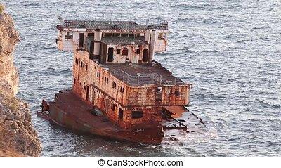 Sea big broken ship - Landscape with horizon Sea broken ship