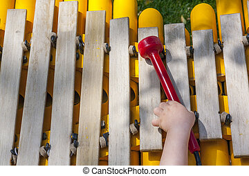 Menino, malho, madeira, xilofone, tomar, bebê, tocando