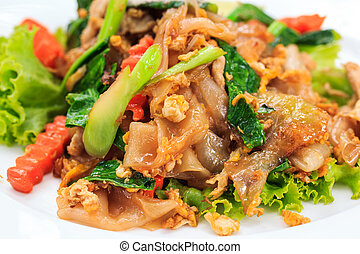 fried Noodles in Sweet Soy Sauce with Pork ( Pad See-Ew )