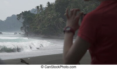 Beach, waves and tourist in super slow motion - Corcovado...