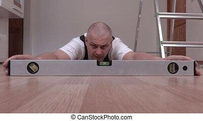 Handyman check the floor level bubble