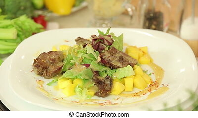 Salad with chicken liver and mango - Presentation of salad...