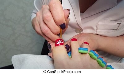 Master Draws a rose on thumb nail - pedicure - Master Draws...