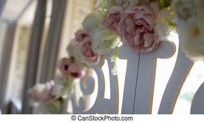 the flowers on the wedding arch