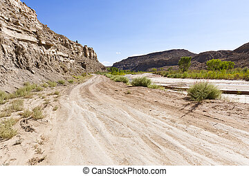 Desert offroad of the Cottonwood Canyon Road - Driving the...