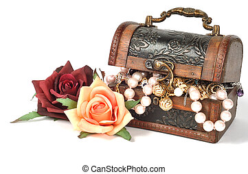 Jewelry and flowers - Wooden chest full of gold jewelry,...