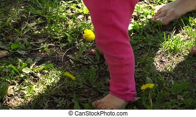 First steps of baby girl with mom - First steps of baby girl...
