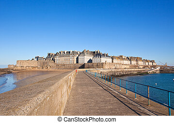 Saint Malo from the wharf - Saint Malo (Brittany - France)...