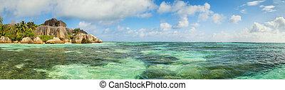 Beautiful beach of Seychelles, island La Digue, Anse Source...
