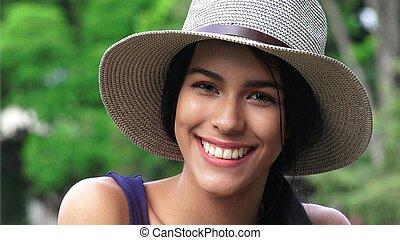 adolescente, sorrindo, chapéu, menina