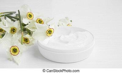 Daffodils floral moisturizing skin cream, organic skincare facial lotion
