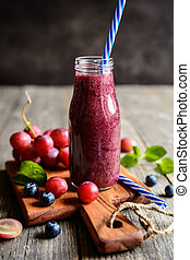 Red grape smoothie with blueberry