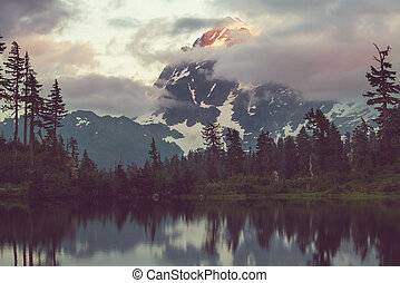 Mt Shuksan - Mount Shuksan in Washington, USA