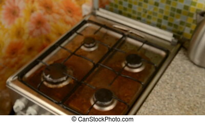 Washing a household stove by a man. - Washing a dirty...