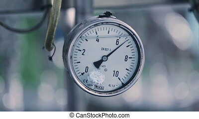 The arrow wiggles on the pressure gauge - The arrow twitches...