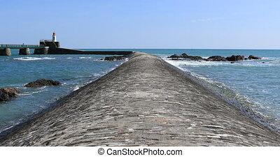Agitated sea on breackwater - Agitated sea on la Chaume...