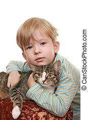 niño, enojado, gato