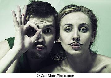 jovem, homem, mulher, bigode