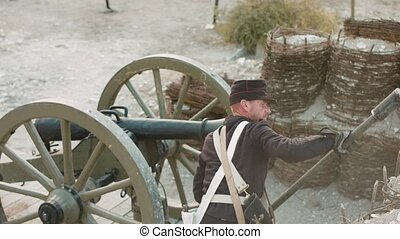 French soldiers prepare the cannon for the shot