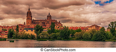 Salamanca, Spain: The old town, The New Cathedral, Catedral...