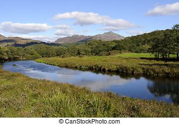 Moel y Dyniewyd from Afon Glaslyn - View of Moel y Dyniewyd...