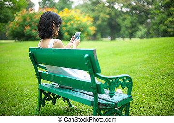 móvel, usando, mulher, esperto, telefone