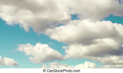 4k Taym laps daytime sky with fluffy clouds, Looping video -...
