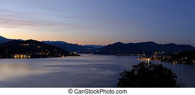 lake maggiore night