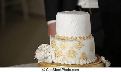 White and golden wedding cake - White and golden celebration...