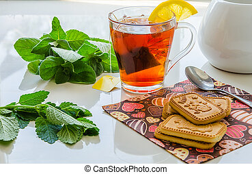 Lemon tea with mint leaves and lemon balm.