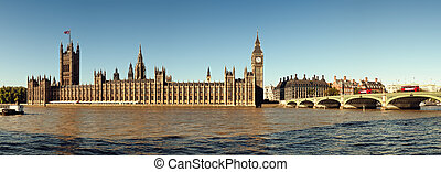Panoramic picture of Houses of Parliament, London