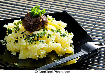minced meat balls with mashed potatoes