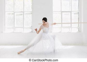 schöne,  ballerina, tanzen, junger,  Studio, posierend, weißes,  incredibly