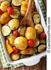 abobrinha, pimenta, prato, assando,  vertical, batatas, topo,  close-up,  vegan,  food:, ASSADO, tomates, vista