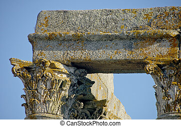 Roman Temple Evora - The ruins of an ancient Roman temple in...