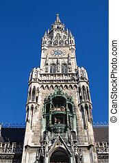 Glockenspiel at Marienplatz, Munich Germany - Neues Rathaus...